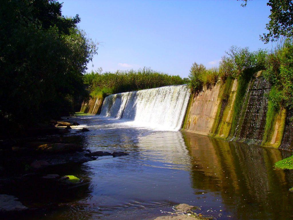 Плотина в Буках летом